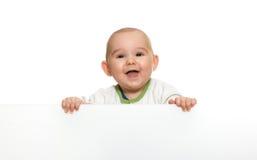 Leuke babyjongen die lege lege raad houdt Stock Afbeeldingen