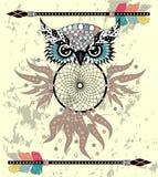 Leuke Beeldverhaal stammenuil met veren op een witte achtergrond stock illustratie