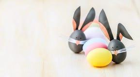 Leuke creatieve foto met paaseieren, sommige eieren als Pasen-Bu Stock Foto