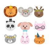 Leuke dieren met grappige toebehoren Reeks hand getrokken glimlachende karakters Kat, leeuw, panda, hond, tijger, herten, konijnt royalty-vrije illustratie