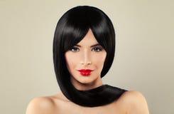 Leuke Donkerbruine Vrouw met Lange Zwarte Zijdeachtige Haar en Make-up Royalty-vrije Stock Foto's