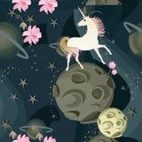 Leuke eenhoorn en gevoelige roze bloemen tegen een achtergrond van ruimte met planeten en sterren in een vector Naadloos patroon stock illustratie