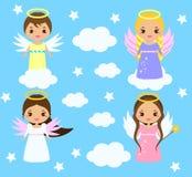 Leuke engelen Kawaiistijl Jongens en meisjes met vleugels op wolken onder sterren stock illustratie