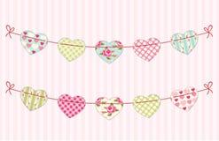 Leuke feestelijke retro bunting vlaggen met verschillende harten stock illustratie