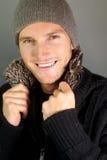 Leuke glimlachende mens met hoed Stock Foto's