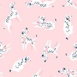 Leuke grappige witte bevlekte honden op de roze achtergrond Dalmatisch stoffenontwerp Vectordruk met honden royalty-vrije stock foto's