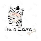 Leuke hond die als zebra met slogan dragen Stock Foto's