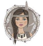 Leuke inheemse Amerikaanse meisje en veren Stock Afbeelding