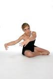 Leuke jonge ballerina tegen hoge zeer belangrijke achtergrond Royalty-vrije Stock Foto's