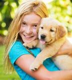 Leuke Jonge Meisjes met Puppy Stock Fotografie