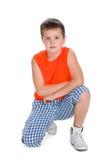 Leuke jongen in een oranje overhemd Stock Foto