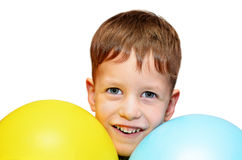 Leuke jongen met blauwe en gele geïsoleerde ballons Royalty-vrije Stock Foto