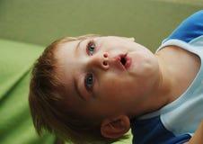 Leuke jongen met verrast royalty-vrije stock foto's