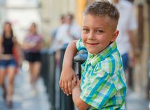 Leuke jongen in Praag Stock Foto
