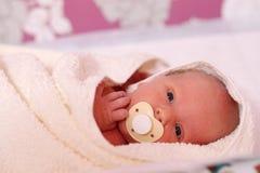 Leuke jongen van de maand de oude baby Stock Fotografie