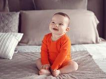 Leuke Kaukasische het meisjes zwarte ogen van de babyjongen Stock Afbeelding