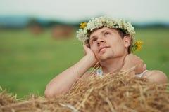 Leuke kerel met een romantische blik Stock Afbeelding