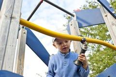 Leuke kindjongen op speelplaats Stock Foto's