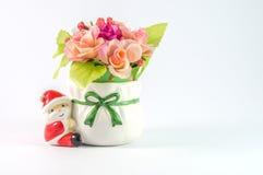 Leuke kleine kleurrijke die Santa Claus op witte achtergrond wordt geïsoleerd Royalty-vrije Stock Foto's
