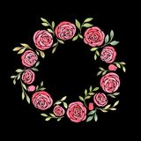 Leuke kroon met bladeren, witte Rozen, Pyrethrum en bloeiwijzehydrangea hortensia Stock Afbeelding