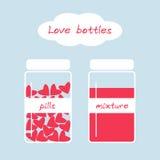 Leuke liefdeflessen in retro stijl met pillen en mengsel Stock Fotografie