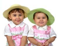 Leuke meisjes, zusters zij aan zij Stock Foto
