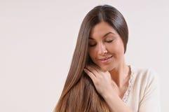 Leuke mooie vrouw met gevoelige huid en sterke gezonde brig Stock Foto