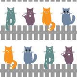 Leuke naadloze patroonachtergrond die met katten op de omheining zetten Vector illustratie royalty-vrije illustratie
