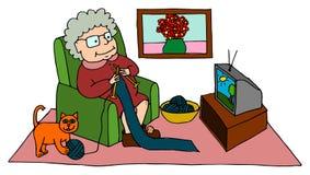 Leuke oma die terwijl het zitten op leunstoel breien Royalty-vrije Stock Foto