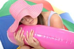Leuke Ontspannen Gelukkige Aantrekkelijke Jonge Vrouw op Vakantie Stock Foto