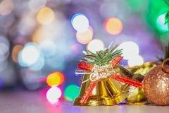 Leuke peperkoekmens met Kerstmisboom en onscherpe fonkeling royalty-vrije stock foto's