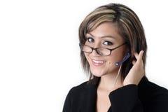 Leuke receptionnist met hoofdtelefoon Stock Fotografie