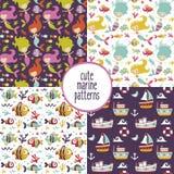 Leuke reeks mariene patronen met meerminnen, overzees, schepen, jachten, zeewier, Zeemeeuw, vissen, golven, koralen, anker royalty-vrije illustratie
