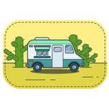 Leuke retro voedselvrachtwagen in woestijnillustratie in vlakke beeldverhaal vectorstijl Stock Afbeelding