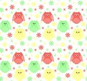 Leuke rode, groene en gele uilen met bloemen op de achtergrond Royalty-vrije Stock Foto's