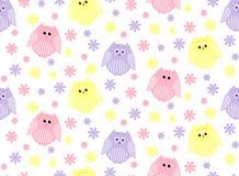 Leuke roze, violette en gele uilen met bloemen op de achtergrond Royalty-vrije Stock Afbeeldingen