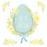 Leuke rustieke hand getrokken Pasen-kroon van de lentebloemen en ei met hand geschreven teksten Gelukkige Pasen Stock Afbeelding