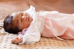 Leuke twee van het oude pasgeboren babyweken meisje Royalty-vrije Stock Afbeelding
