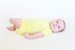 Leuke 2 van het babymaanden meisje Stock Foto's