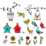 Leuke vogels, boom en het nestelen van de vogel dozen Stock Foto's