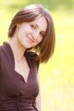 Leuke vrouw in bruin Royalty-vrije Stock Fotografie