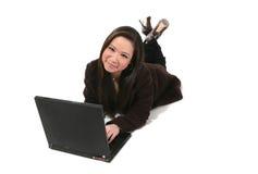 Leuke Vrouw op Computer stock fotografie