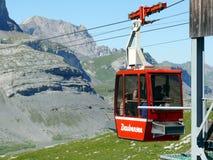 Leukerbad, die Schweiz 08/06/2009 Daubensee-Drahtseilbahn lizenzfreies stockfoto