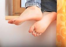 Leunende naakte voeten Royalty-vrije Stock Foto's