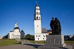 Leunende Toren en de Kathedraal spaso-Preobrazhensky Nevyansk Rusland stock foto