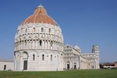 Leunende Toren van Pisa Stock Afbeeldingen