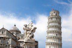 Leunende Toren van Pisa en Catherale royalty-vrije stock foto