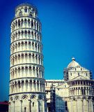 Leunende Toren van Pisa met Duidelijke Blauwe Hemel Royalty-vrije Stock Foto