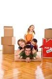 leur neuf à la maison heureux de famille Photo libre de droits