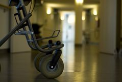 Leurder in het zaalziekenhuis royalty-vrije stock afbeeldingen